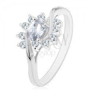 Błyszczący pierścionek w srebrnym odcieniu, bezbarwny cyrkoniowy owal i łuki obraz