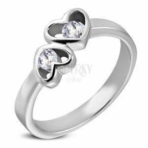 Stalowy pierścionek srebrnego koloru, dwa serca z bezbarwnymi cyrkoniami obraz
