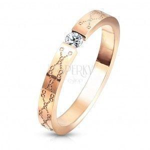 Zaręczynowy pierścionek ze stali - bezbarwna cyrkonia, kolor miedziany, delikatne grawerowanie obraz