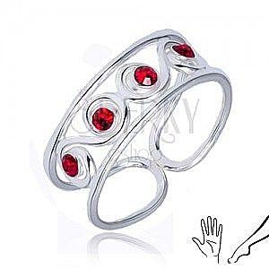 Pierścionek z serca 925 - esowity wzór z czerwonymi kamyczkami obraz