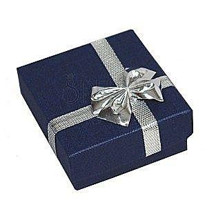 Pudełeczko na obrączki - ciemnoniebieski prostokąt, kokardka srebrnego koloru obraz