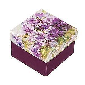 Ozdobne pudełko na pierścionek z motywem fiołków obraz